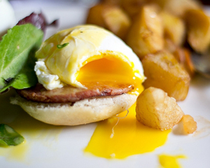 Try this eggs benedict recipe for a great Father's Day brunch