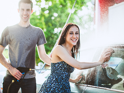 CarWashingCouple_400