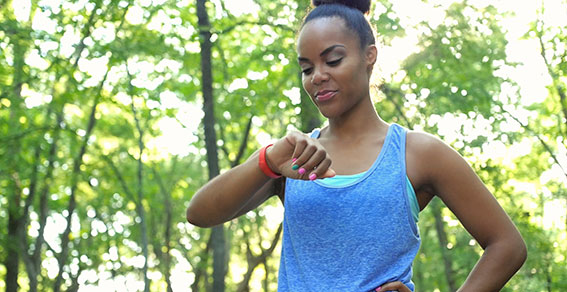 five fitness trends for 2016, top fitness trends, fitbit, wearable technology, strength training